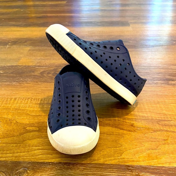 Native toddler 10 navy/white good used condition.